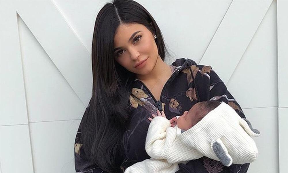 Kylie Jenner Stormi 3.jpg