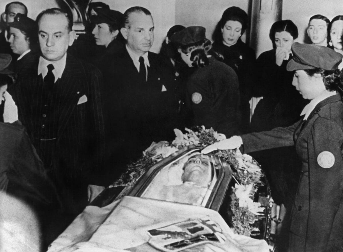 eva-peron-funeral.jpg