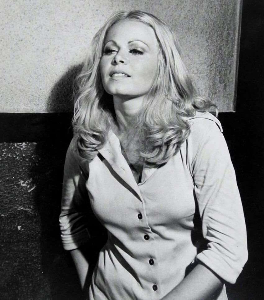 003-sally-struthers-smoking-hot-875082.jpg