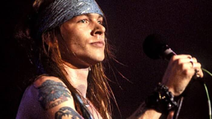 019-axl-rose-rocking-out-875751.jpg