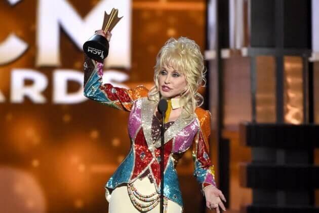 Dolly-Parton-ACMA-2016-1.jpg