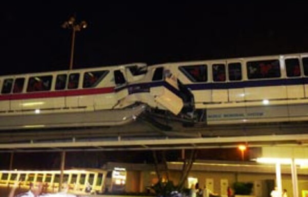 monorail-crash.jpg
